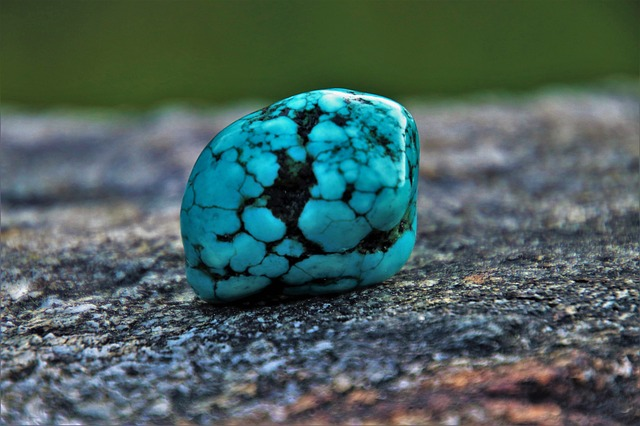 turquoise pierre yeux